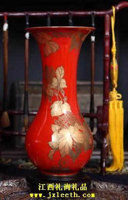 鸿运吉祥瓷瓶[红瓷巴拿马瓶]