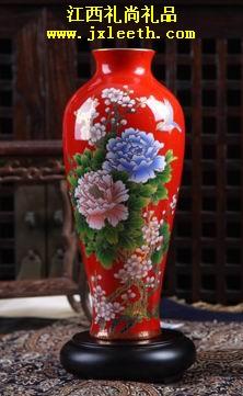 锦上添花瓷瓶[红瓷鱼尾瓶]